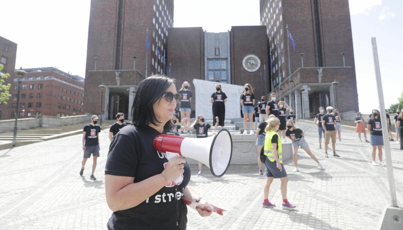 Forhandlingsleder i Unio Oslo, Aina Skjefstad Andersen, under en streikemarkering i Oslo før sommeren.