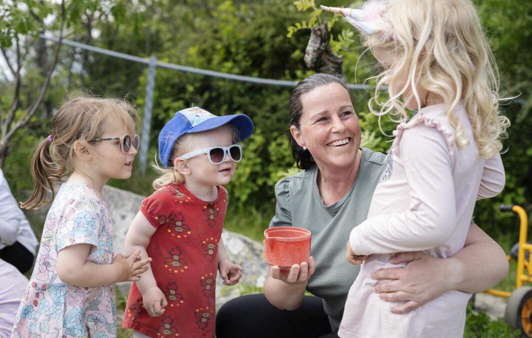– I små grupper er det enklere å fange opp hvert enkelt barns behov, sier pedagogisk leder i Kvernevik barnehage, Line Tørrestad Lie.