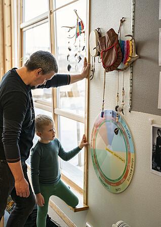 Åvtehke Morten Berg Suaja Maanagïertesne Snåasesne Jåvvese dam saemien jaepiegievliem vuesehte, mij lea vihkeles bielie maanagïerten pedagogihkeste.