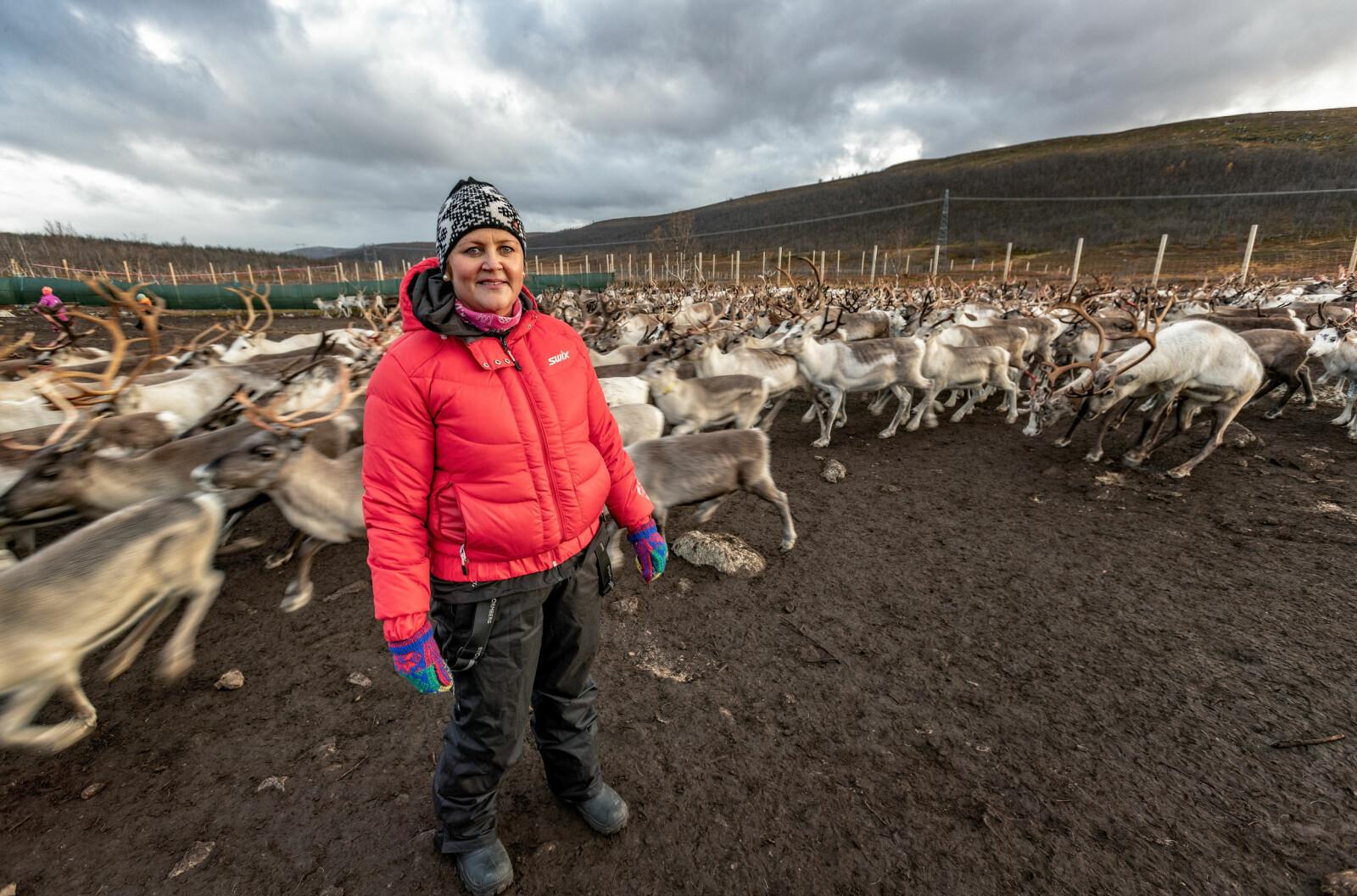 Monika Skum er styrer i Guovddáš mánáidgárdi, Alta kommunes første samiske barnehage. – Vår barnehage skiller seg fra de norske ved at språket er samisk, og noe av pedagogikken er litt annerledes, sier hun.