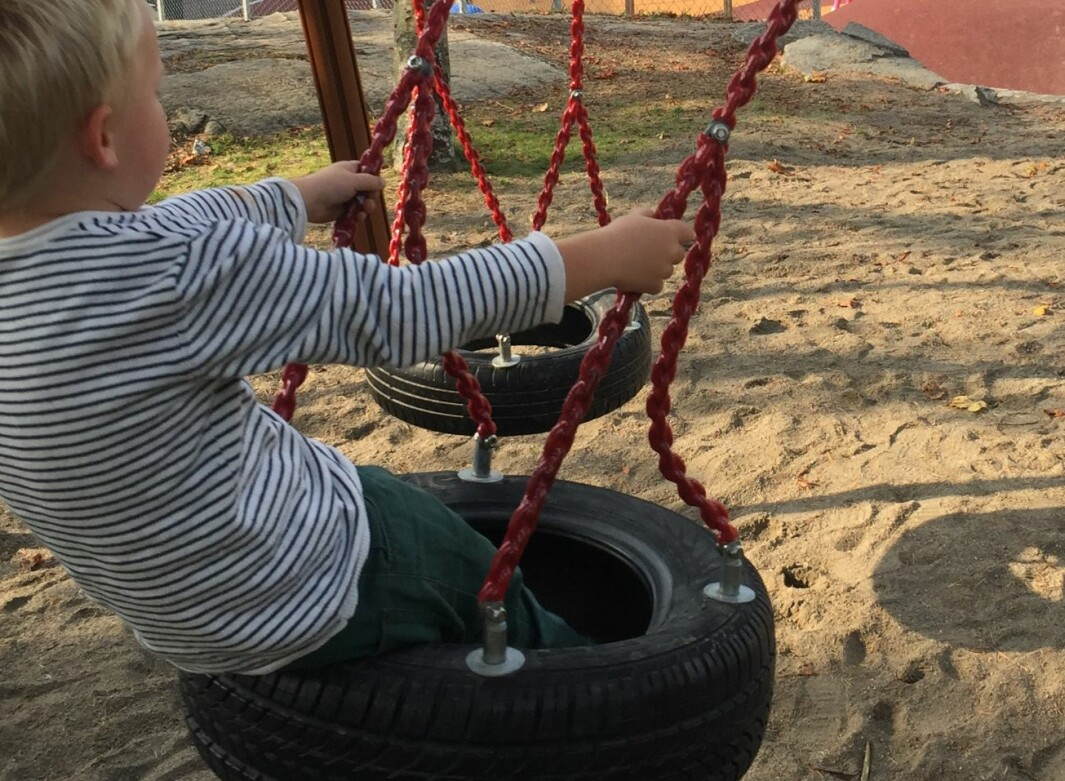 Barn leker. 4-ring