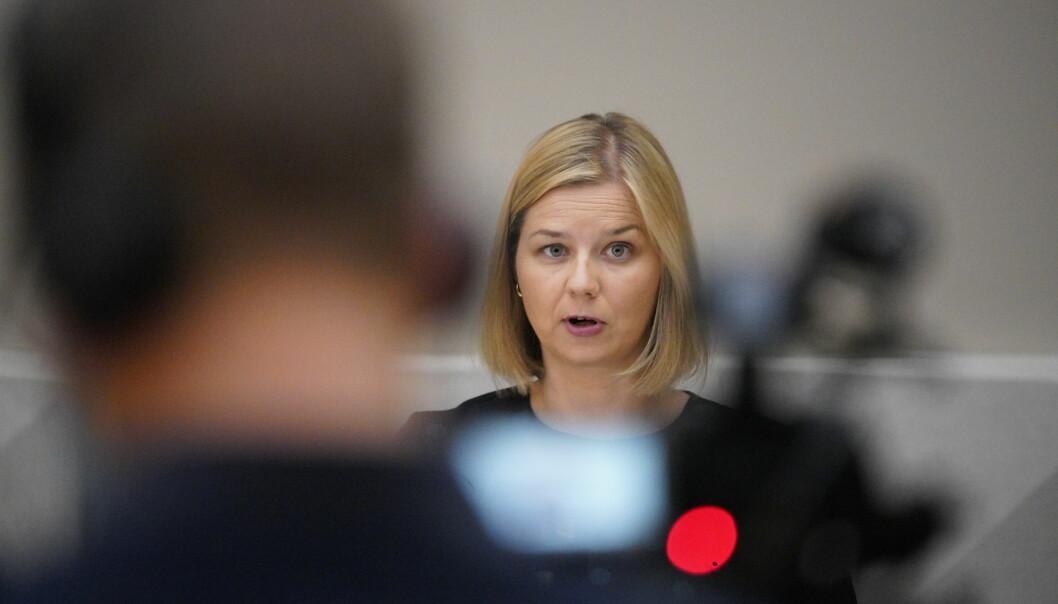 Guri Melby har satt ned et utvalg som skal se nærmere på folkehøgskolene.