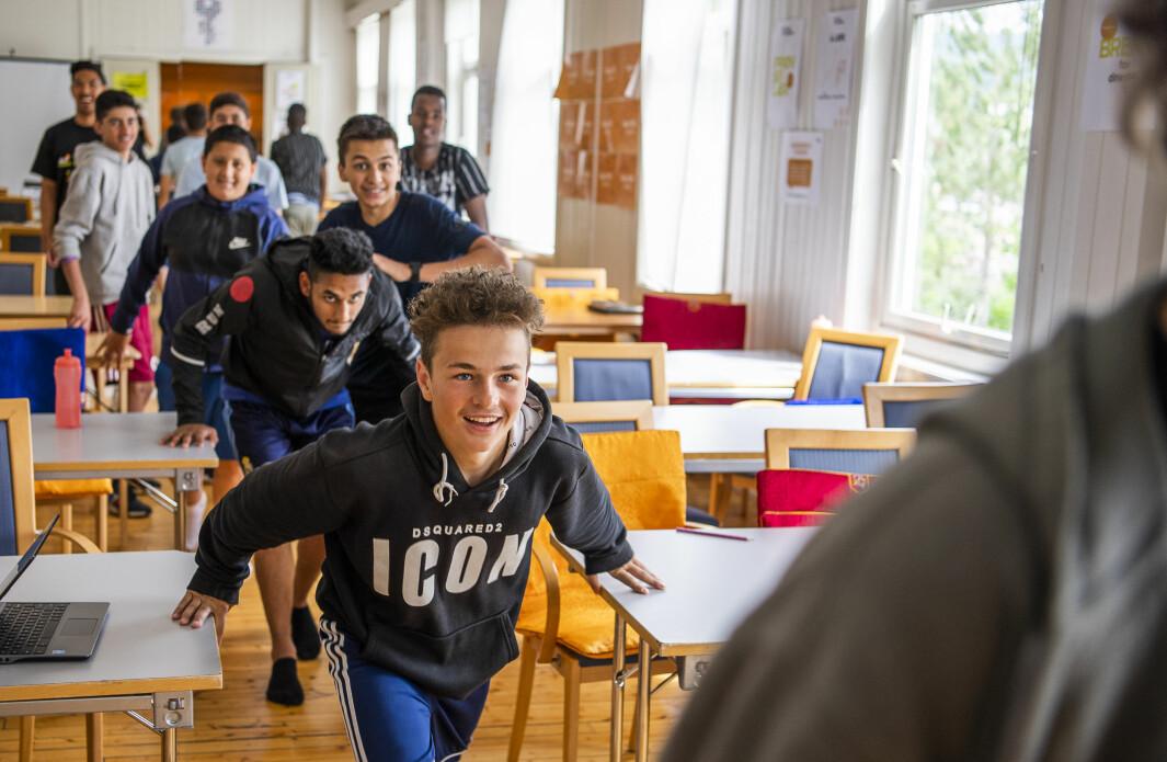 Guttene deles i lag på 16-20 gutter med en voksen lagleder. Laget deles igjen i «buddy-teams» på fire og fire, som skal støtte og hjelpe hverandre på campen.