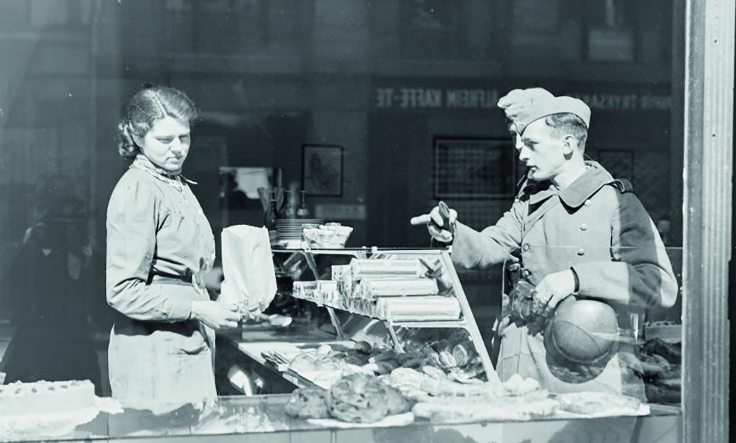 Tyske soldater på et bakeri i Oslo, april 1940.