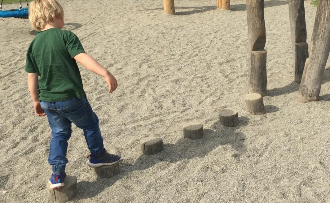 Lekende barn   Tatt ved stensjvannet i Oslo