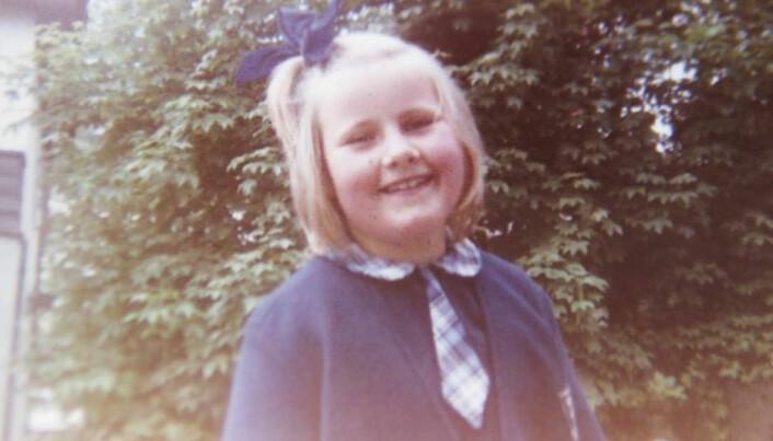 Erna Solberg som førsteklassing. Hennes kull var det første på 9-årig skole.