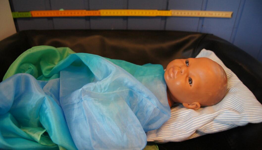 Helsestasjon er en ide til temalek på badet som garantert vil bli populært. Har dere noen glemte babydukker i en krok kan de oppdages på nytt om de settes i sammenheng med en helsestasjon der en kan bade, stelle, veie og måle dem. Vokser de som de skal? Spiser de godt og sover de om natten?