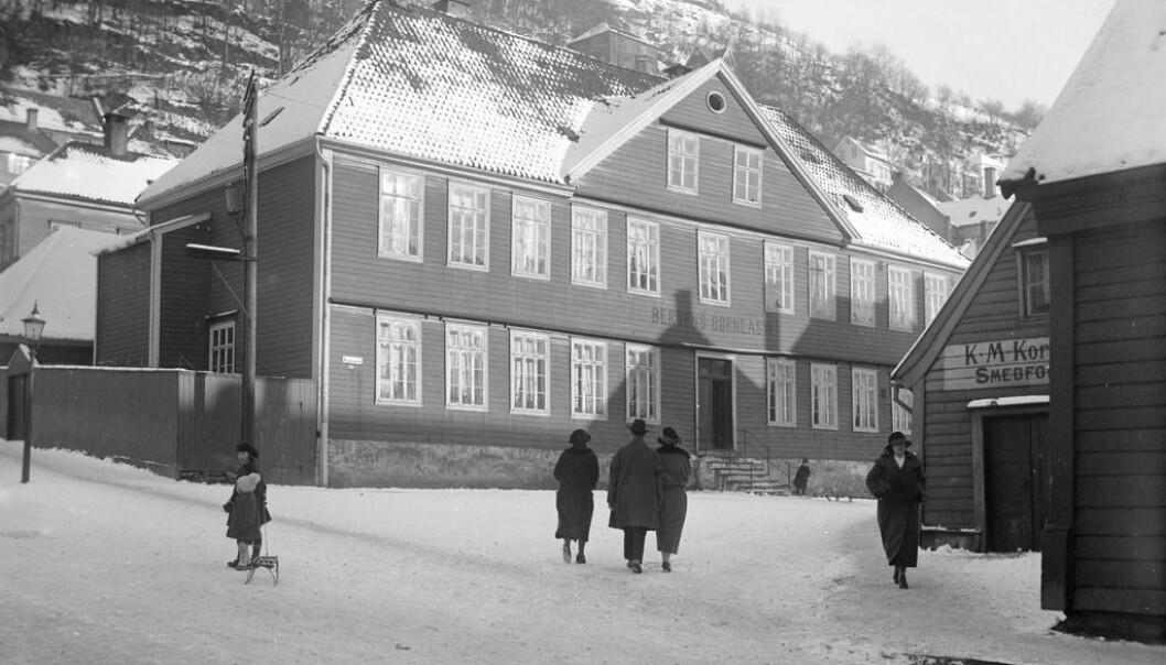 Bergens Barneasyl ble startet i 1841 og er ennå barnehage under samme navn. Her er bygget fra 1841.