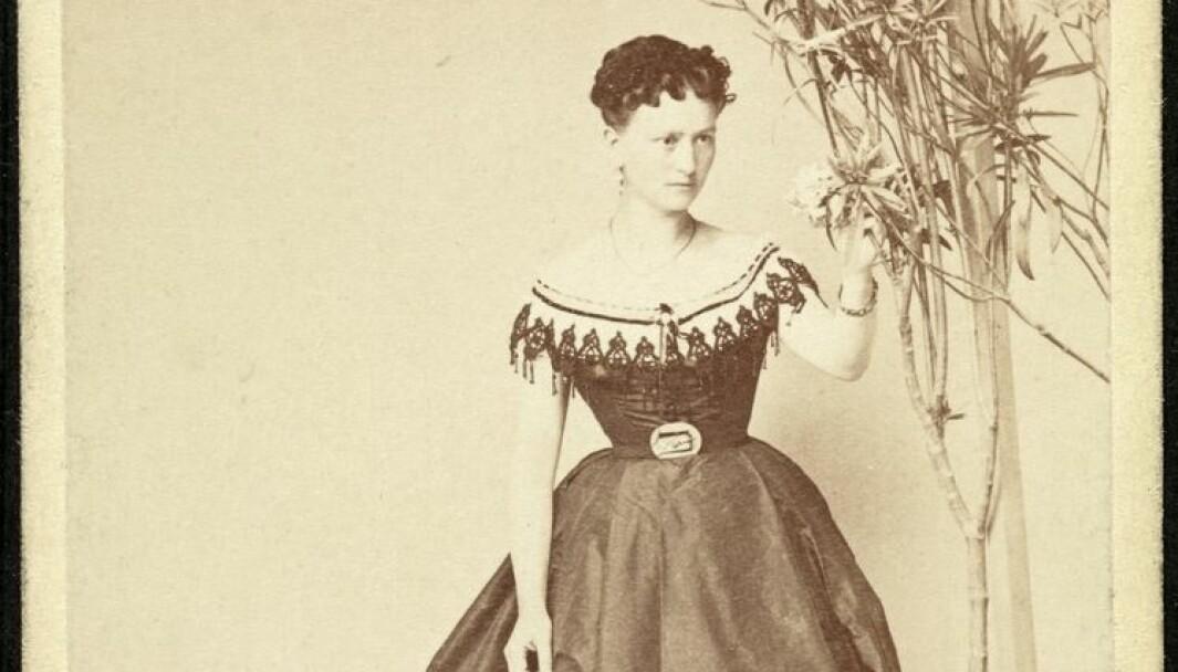 I løpet av skoletimene hadde vi ikke fri, men en time etter middagen og en time før kveldsmaten fikk vi leke ute i gården, fortalte et av Norges første barnehagebarn, Fredrikke Nielsen som gikk i Bergens Barneasyl i 1844 da hun var sju år. Ni år seinere ble hun Henrik Ibsens favorittskuespiller.