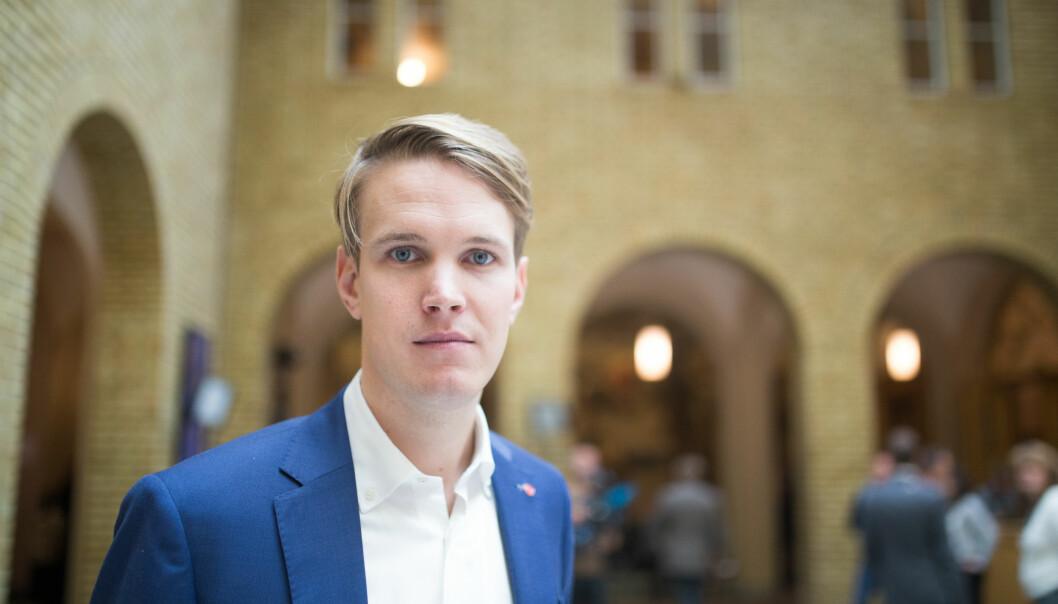 Torstein Tvedt Solberg (Ap) mener at undervisningen omkring 22. juli burde styres fra nasjonalt plan.