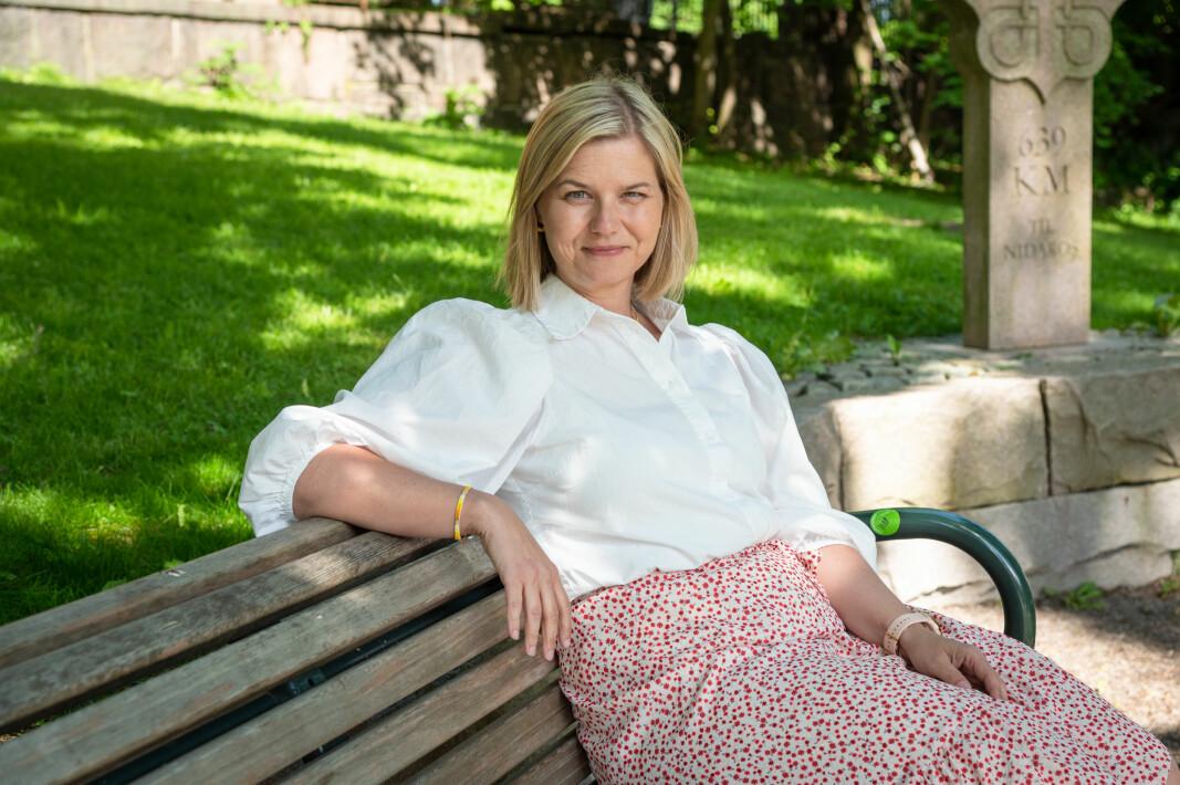 Kunnskaps- og integreringsminister Guri Melby har fått kjeft for manglende dialog med partene. Hun sier hun gjerne vil snakke med dem som jobber i barnehage og skole.