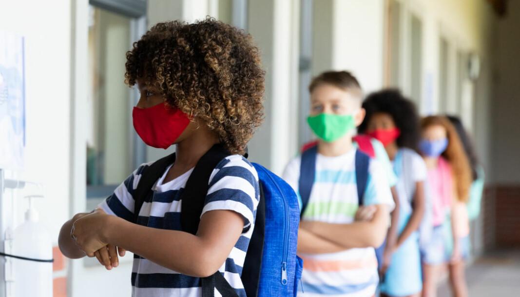 I Illinois blir det påbudt for lærere og elever å bruke munnbind på skolen.