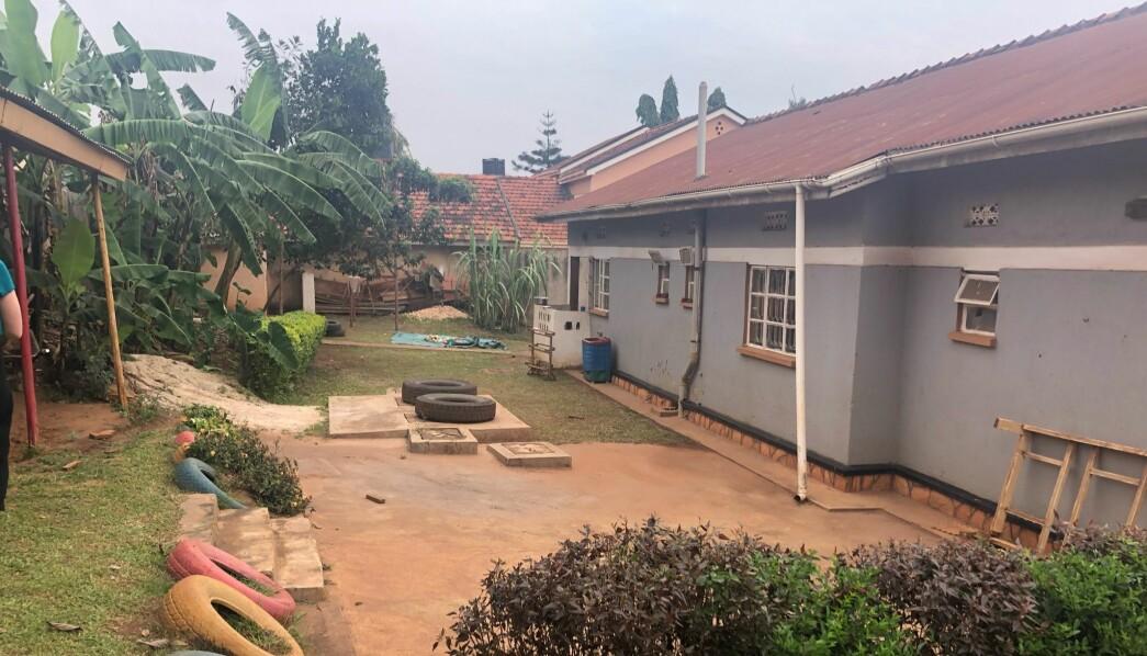 Her er uteområdet i den internasjonale barnehagen som ligger i hovedstaden Kampala i Uganda.