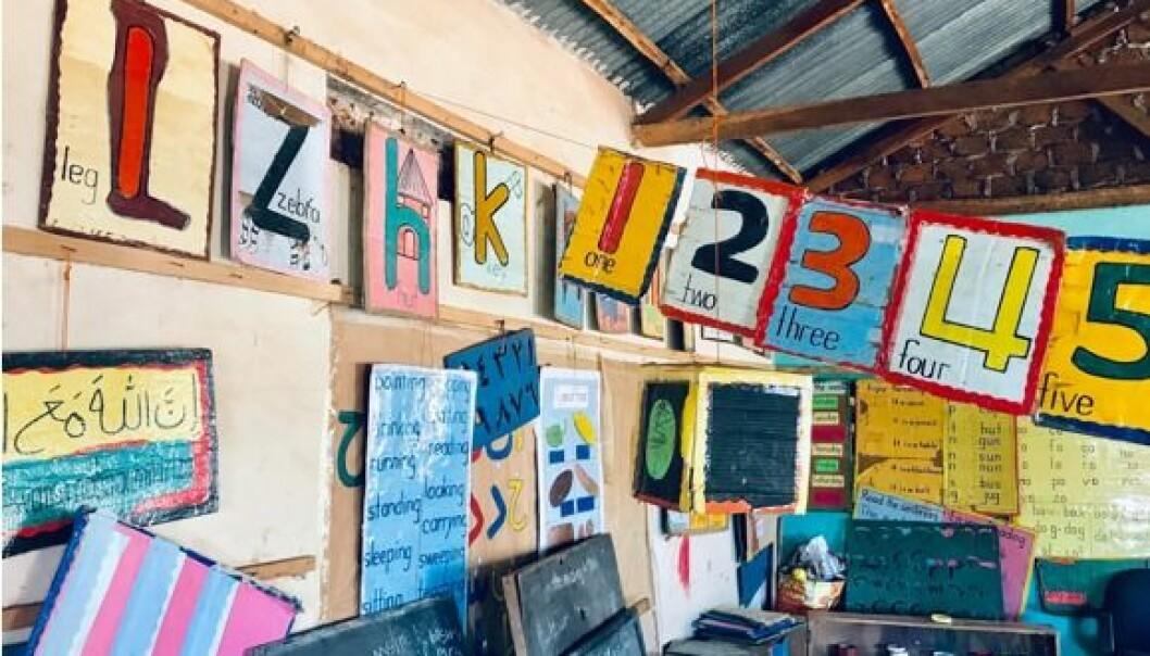 Den muslimske barnehagen har kun et stort rom, i motsetning til de andre barnehagene med flere fysiske rom. Tak og vegger er dekorert med latinske- og arabiske bokstaver, ord, tall og bilder.