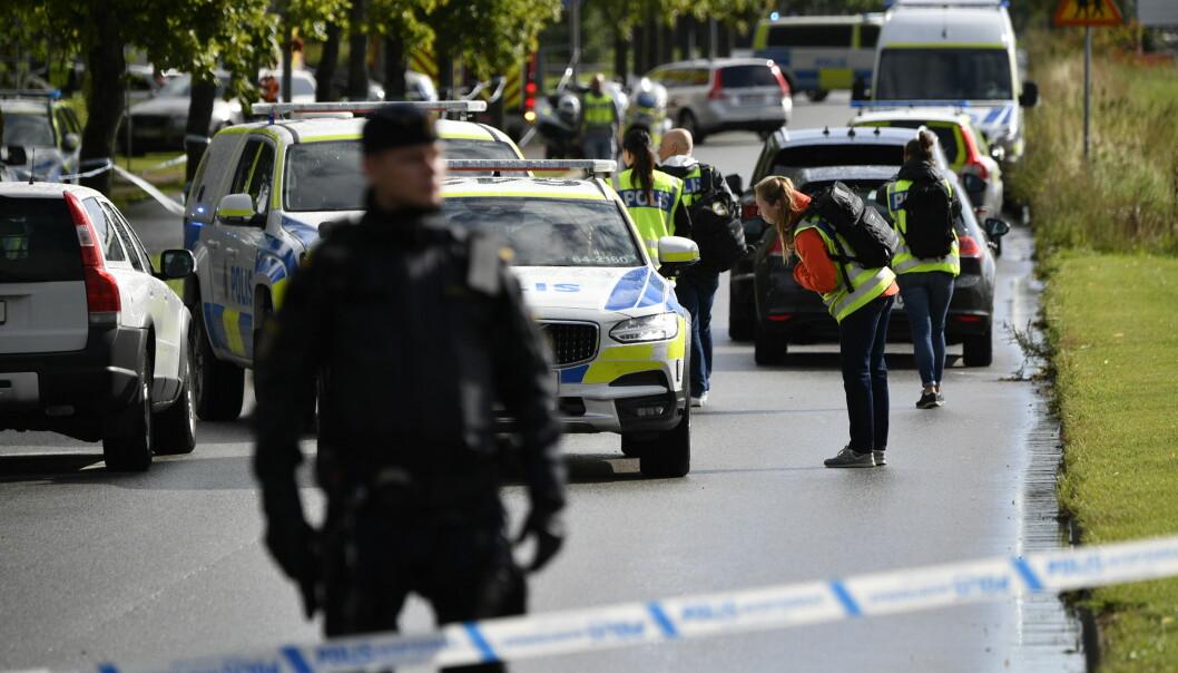 En lærer på en skole i Eslöv i Skåne ble knivstukket av en elev.