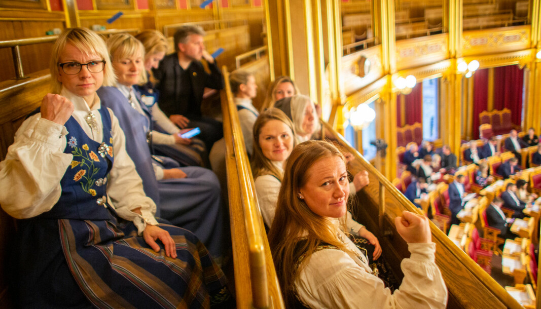 Aksjonistane fra Helgeland kjempar for lærerutdanninga på Nesna.