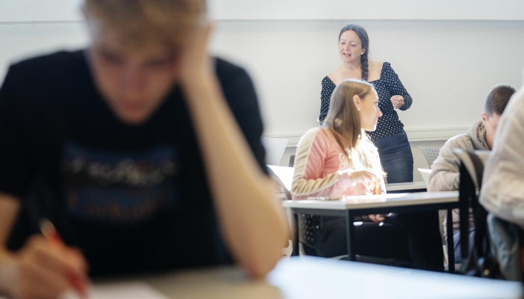 Lærer Anita Grøtte Edland har fått ansvar for dobbelt så mange elever som kontaktlærer grunnet budsjettkutt.