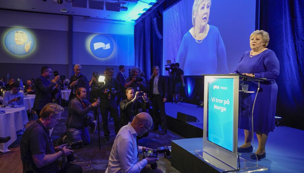 Høyre-leder Erna Solberg gratulerte Jonas Gahr Støre med seieren mandag kveld.
