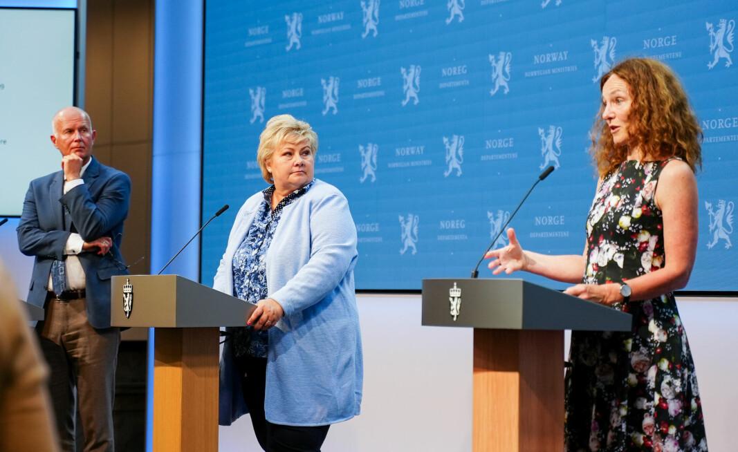 Helsedirektør Bjørn Guldvog, statsminister Erna Solberg og Camilla Stoltenberg under en pressekonferanse om koronasituasjonen tidligere i år.
