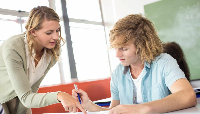 I klasserommet møter jeg elever, og der får jeg troen igjen på både ungdom, fremtid og meg selv, skriver Roar Ulvestad.