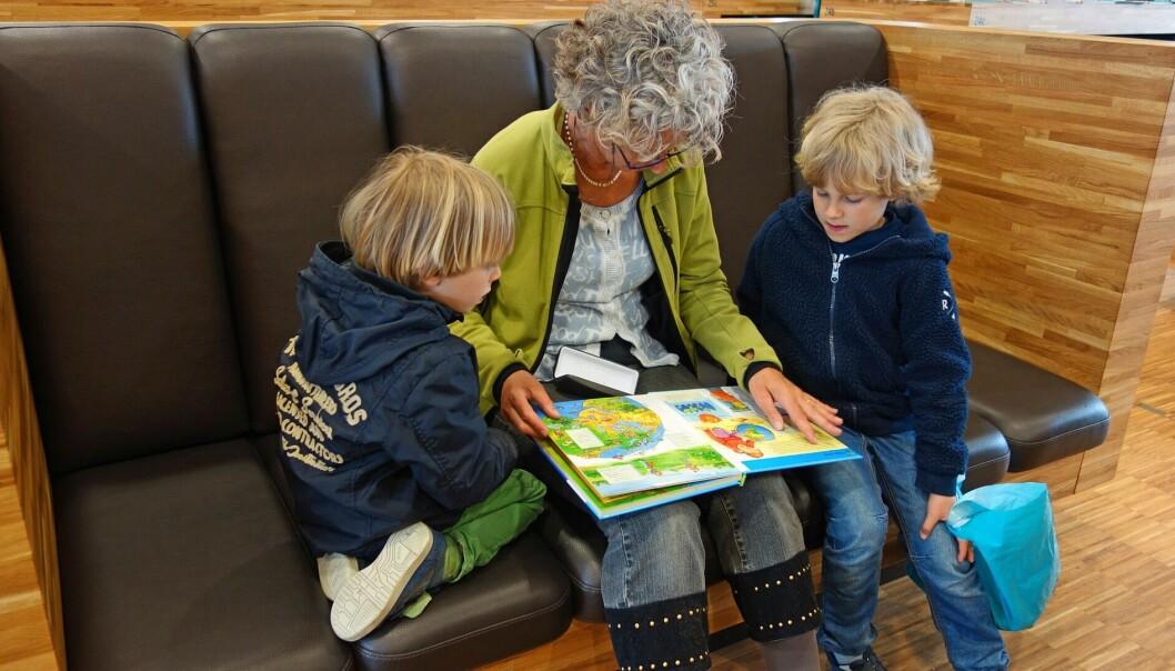 – Det finnes ingen digital erstatning for en omsorgsfull voksen som leser sammen med barna.