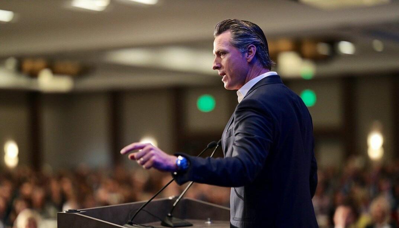 Californias guvernør Gavin Newsom presenterte fredag en plan for obligatorisk vaksinering av skolebarn, som den første delstaten i USA.