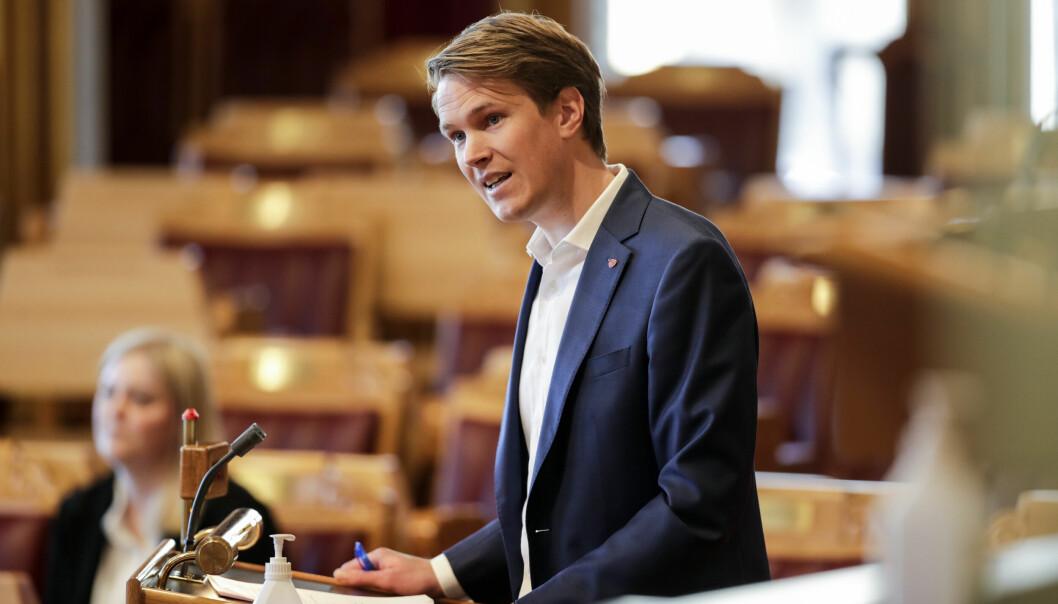 Skolepolitisk talsmann Torstein Tvedt Solberg i Arbeiderpartiet mener en innskrenking av privatskoleloven må prioriteres ved endt sondering.