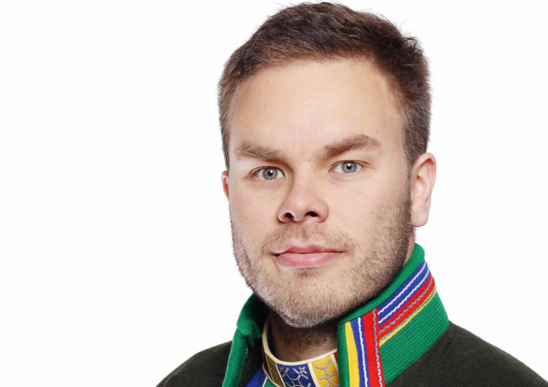 Sametinget får mange henvendelser om svikt i det samiske barnehagetilbudet, ifølge sametingsråd Mikkel Eskil Mikkelsen.